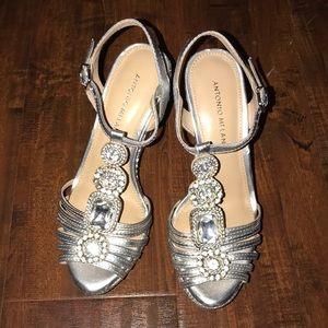 Antonio Melani platform sandals!